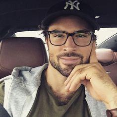 Glasses Outfit, Fashion Eye Glasses, Wearing Glasses, Mens Frames, Mens Glasses Frames, Nice Glasses, Glasses For Men, Ootd Men, Beautiful Men Faces