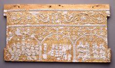 """Museo de León. Frente de una cajita decorada a la """"pastiglia"""". Principios del s. XVI"""