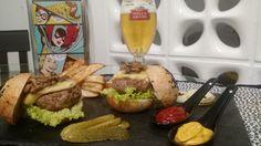 Para os carnívoros de plantão, bora comemorar o Dia Mundial do Hambúrguer com um suculento burguer de costela de angus, queijo brie e cogumelos shiitake fazendo par com batatas rústicas e uma gelada pilsen Stella Artois