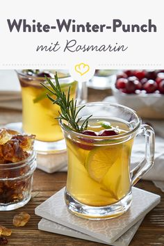 White-Winter-Punch: alkoholfreier Punsch mit weißem Tee [Display] Winter punch with white tea and candy [In cooperation with Diamant Zucker] Non Alcoholic Punch, Easy Alcoholic Drinks, Fruit Smoothies, Smoothie Recipes, Drink Recipes, Kombucha, Breakfast Egg Muffins Cups, Winter Drink, Low Carb Breakfast Easy