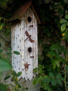 Birdhouse with dragonflies!