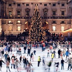 Londoners take Christmasvery seriously. The festive fever starts when the Oxford Street Christmas lights are officially switched on. London Christmas Lights, Christmas Window Lights, Christmas Fun, Christmas Markets, White Christmas, Scandi Christmas, Christmas Mantles, Xmas, Victorian Christmas