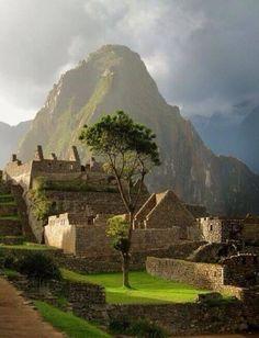 Afternoon sun at machhu pintu in Peru