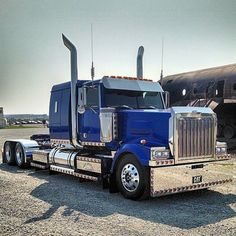 Western Star custom Lowmax - We repair used trailers in any condition. Contact USTrailer and let us repair your trailer. Click to http://USTrailer.com or Call 816-795-8484
