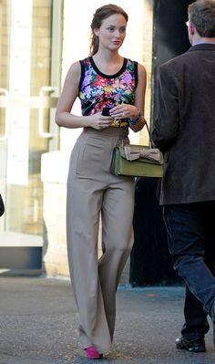 Calça de alfaiataria + regata floral - alonga que é uma beleza