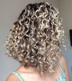 Lovely 2021 Curly Hair Trends You Should Try Now Highlights Curly Hair, Colored Curly Hair, Wavy Hair, Blonde Curls, Natural Hair Styles, Long Hair Styles, Curly Girl, Curled Hairstyles, Ombre Hair