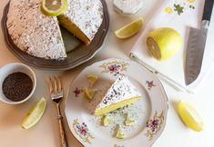 Yumuşacık limonlu pamuk kek tarifi nasıl hazırlanmalı? Denenmiş süper lezzetli yoğun limon aromalı keke bayılacaksınız. Yazının sonunda ki kabaran kek yapmanın püf noktalarını mutlaka okumalısınız. SÜPER LEZZETLİ limonlu pamuk kek tarifi ,limonlu kek,kek tarifleri