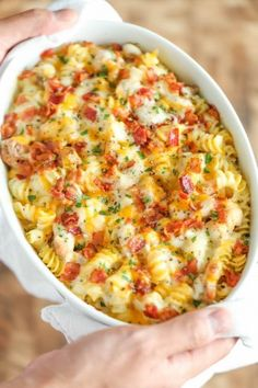 This Chicken Bacon Ranch Pasta Casserole Recipe proves once again that chicken, bacon, and ranch create the ultimate flavor combination. This delicious pasta casserole is complete with a homemade Alfredo sauce that is out of this world. Make Ahead Meals, Easy Meals, Easy Dinners For Kids, Make Ahead Casseroles, Frango Bacon, Pasta Facil, Chicken Bacon Ranch Casserole, Chicken Bacon Casserole, Noodle Casserole