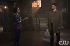 """Supernatural -- """"Dark Dynasty"""" -- Image SN1023B_0107 -- Pictured (L-R): Felicia Day as Charlie and Misha Collins as Castiel -- Photo: Katie Yu/The CW -- © 2015 The CW Network, LLC. All Rights Reserved.pn"""