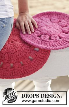 Ravelry: 152-26 Sittin' On The Dock of the Bay pattern by DROPS design