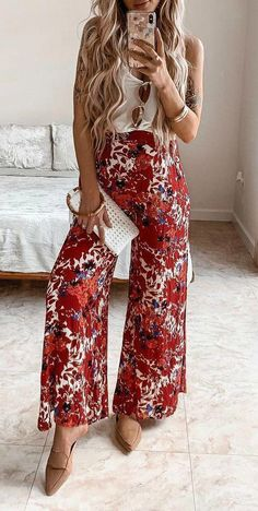 Brunch outfit ideas to wear this spring and summer for all events and occassions. These spring outfits are cute and fun, easy for anyone to style. Look Hippie Chic, Look Boho, Boho Style, Boho Chic, Cute Spring Outfits, Boho Outfits, Boho Fashion Summer Outfits, Spring Dresses, Boho Work Outfit