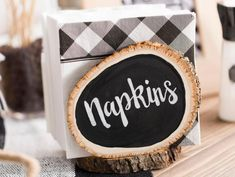 Create a fabulous DIY centerpiece with this gorgeous, real wood base. If you're planning a rustic wedding and feel like getting crafty, this wonde. Rustic Napkin Holders, Rustic Napkins, Diy Wedding Projects, Diy Wood Projects, Wood Crafts, Bakery Decor, Diy Chalkboard, Rustic Centerpieces, Wood Slices