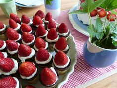 Erdbeer-Kuchen-Eistütchen