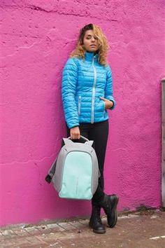 Rucsacul compact Bobby este acel accesoriu promotional trendy care nu trebuie sa lipseasca din garderoba. Disponibil in 5 culori, rucsacul anti-theft Bobby se remarca printr-un design modern, buzunare ascunse, precum si prin compartimente potrivite pentru dispozitivele mobile preferate. #samdamgifts #trendy #fashion #backpack #promotionale