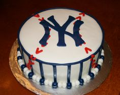 NY Yankees cake by KB Cakes www.kbcakes.me