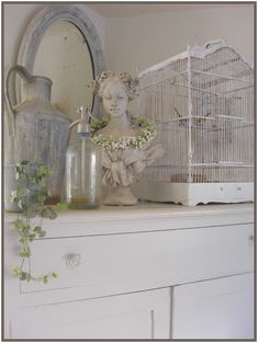 Vintage Interior Designs: Get the perfect Living Room Style Shabby Chic Cottage, Vintage Shabby Chic, Vintage Decor, French Cottage, French Country, Vintage Style, Vintage Interior Design, Bird Cages, Fashion Room