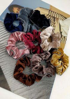 Λαστιχάκι μαλλιών βελούδο ρίγα Burlap Wreath, Hair Accessories, Wreaths, Halloween, Home Decor, Decoration Home, Door Wreaths, Room Decor, Burlap Garland