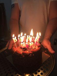 Happt Birthday, Happy Birthday Love, Birthday Celebration Quotes, Birthday Wishes Quotes, Girl Hand Pic, Bithday Cake, Birthday Chocolates, Food Icons, Instagram Story Ideas