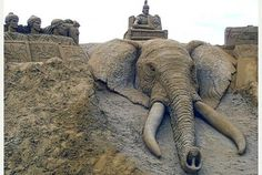 At first glance you would be forgiven for thinking that this was a photo of a real live elephant, but incredibly this sculpture was painstakingly made out of sand. The art piece was made by husband an Beach Art, Ocean Beach, Funny Meme Pictures, Funny Memes, Random Pictures, Life Pictures, Ice Art, Snow Art, Winter Fun