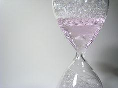 時間を「計る」のではなく「楽しむ」泡時計 『awaglass』 の写真