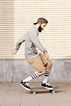 perfect, the beard, the socks, the sneakers, the skate, the posture, his kakis, the grey sweat, .... awesome