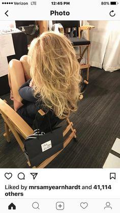 Back of Faith Hill hair Flippy Hair, Medium Hair Styles, Long Hair Styles, Cute Hair Colors, Light Blonde Hair, Layered Hair, Blonde Highlights, Great Hair, Big Hair