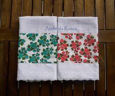 Ateliê da Russa: Dois panos de prato com flores (turquesa e rosa)
