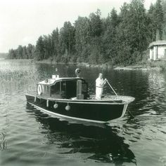 Alvar Aalto aboard his boat at the shore of the summer cottage, 1954.