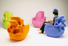 10 Unusual Skeleton and Skull Themed Chairs