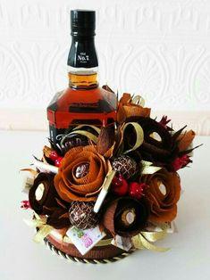 Încălzitor de cognac placat cu aur by Chinelli & Made in Italy Food Bouquet, Bouquet Box, Gift Bouquet, Candy Bouquet, Alcohol Candy, Alcohol Gifts, Vino Y Chocolate, Chocolate Flowers Bouquet, Cupcake Crafts