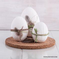 Styroporeier und Spachtelcreme - fertig sind die dekorativen Ostereier