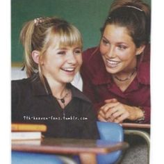Rare pic of these two!❤️ #7thheaven #season2 #thecamdens #family #mary #lucy #jessicabiel #beverleymitchell #memories #bestshowever #longlive #7thheaven