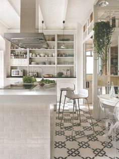 Clean and open kitchen with eco-friendly cement tile Apartment Kitchen, Kitchen Interior, New Kitchen, Kitchen Decor, Madrid Apartment, Kitchen Island, Spanish Kitchen, Quirky Kitchen, Life Kitchen