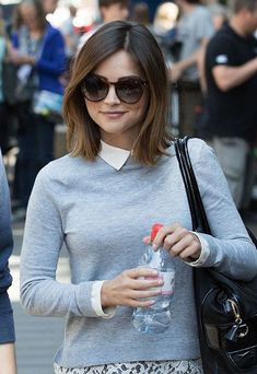 Jenna Coleman takes selfies with fans on the set of Doctor Who - Hair Cute Hairstyles For Short Hair, Short Hair Cuts, Straight Hairstyles, Quick Hairstyles, Medium Hair Styles, Short Hair Styles, Bobs For Thin Hair, Corte Y Color, 2015 Hairstyles