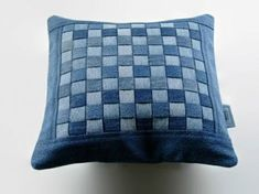 50 cushion covers made of jeans -DIY cushion covers made from recycled materials - 50 cushion covers made of jeans -DIY cushion covers made from recycled materials (Diy Pillows Desig - Diy Cushion Covers, Decorative Pillow Covers, Diy Jeans, Diy Pillows, Cushions, Pillow Ideas, Artisanats Denim, Jean Diy, Denim Scraps