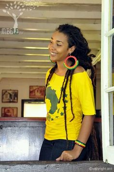 Dreadlocks on a pretty lady. (via livelaughlovelocs.tumblr)