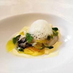 Ostra, azafrán y curry. | @aduniarestaurante |  #food #foodie #instafood #foodlove #foodporn #yummy #delicious #eat #lunch #restaurantesmadrid #madrid #gastro #foodpic #pornfood #adunia #new #newintown #manolodelaosa #ostra #oyster #curry #seafood
