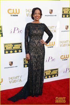 aisha tyler critics choice movie awards 2014 red carpet 04 Aisha Tyler steps out on the red carpet at the 2014 Critics' Choice Movie Awards held at Barker Hanger on Thursday (January 16) in Santa Monica, Calif.    The 43-year-old…
