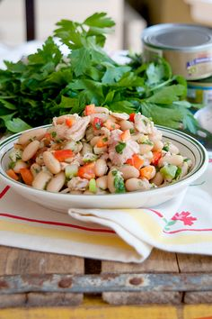 Cannellini Bean and Tuna Salad from @NevrEnoughThyme http://www.lanascooking.com/2013/08/06/cannellini-bean-and-tuna-salad/