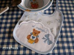 schemi lenzuolini punto croce gratis | Bavetta orsetto punto croce con schema!Teddy cross-stitch pattern free ...