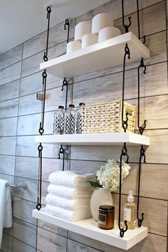 A rustic bathroom is something that creates a relaxing atmosphere very easily, it's a cozy space where you can enjoy a bath with lots of foam