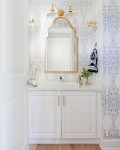 Powder Room - Design photos, ideas and inspiration. Amazing gallery of interior design and decorating ideas of Powder Room in bathrooms by elite interior designers - Page 14 Home Interior, Bathroom Interior, Interior Design, Interior Decorating, Decorating Ideas, Decor Ideas, Diy Ideas, Bathroom Inspiration, Home Decor Inspiration