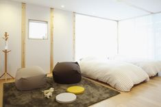 Minimalist-bedroom-with-black-grey-rug.jpeg 665×442 pixels