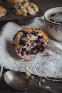 Pear and blueberry muffins - These are really great. I used apple sauce instead of butter and used half whole wheat flour half all purpose. Pear Muffins, Blue Berry Muffins, Croissants, Muffin Bread, Muffin Recipes, Sweet Tooth, Brunch, Food And Drink, Food Inspiration