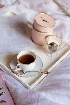 sunday morning tea in bed Coffee Break, Coffee Time, Morning Coffee, Coffee Cups, Tea Cups, Sunday Morning, My Cup Of Tea, Breakfast In Bed, Simple Pleasures