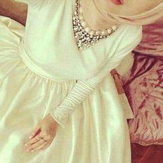 Pinned via Nuriyah O. Modest Wear, Modest Outfits, Modest Dresses, Islamic Fashion, Muslim Fashion, Hijab Dress, Hijab Outfit, Muslim Girls, Muslim Women