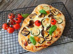 Pizza cu piept de pui, reteta de casa - Bucataresele Vesele Vegetable Pizza, Vegetables, Food, Essen, Vegetable Recipes, Meals, Yemek, Veggies, Eten