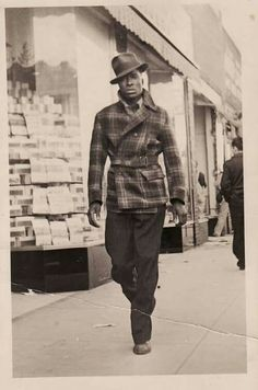 100 Years of African American vintage photography from the end of slavery in the to the Black Power Movement of the and beyond. Street Style Vintage, Vintage Mode, Vintage Style, Mode Masculine, Sharp Dressed Man, Well Dressed Men, 1940s Fashion, Vintage Fashion, Harlem Renaissance Fashion