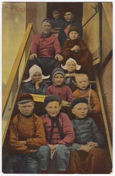 Very big family in regional dutch costumes - Antique real photo postcard from Holland - Volendam -