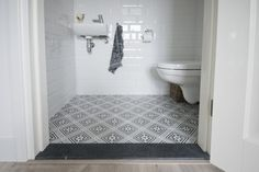 Revoir paris rosalie en witte metro tegels bathroom pinterest